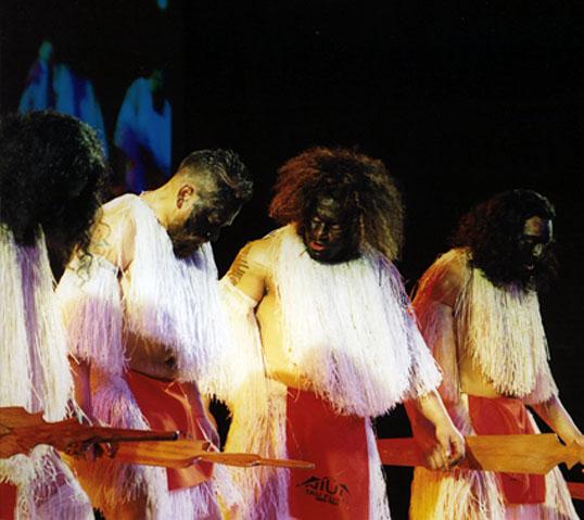 「タウ・フアタ・ニウエ」ダンスグループ